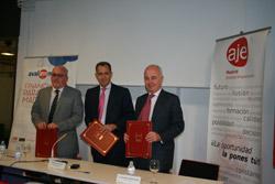 Firma de convenio Avalmadrid-AJE Madrid