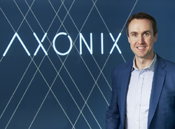 Simon Birkenhead, de Axonix