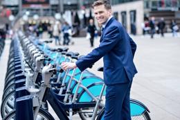 Trabajadores en bicicleta, de Free Download
