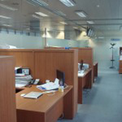 Ahorro en iluminación en oficina, de Trigasia