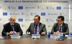 firma para microcréditos de Microbank, FEI y BEI