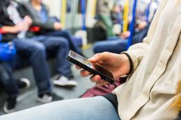 Movil en el metro, de Selligent