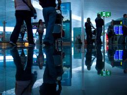 Viajeros en aeropuerto, de Pixabay