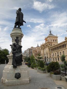 Monumento a Zorrilla en Valladolid, de Open