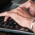 Trabajador mayor, de Pixabay