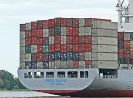 Tráfico de contenedores en Hong Kong, de Pixabay