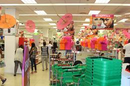 Consumidores en tienda, de Pixabay