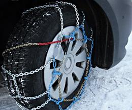 Neumáticos en la nieve, de Pixabay