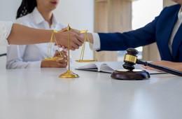 Normativa de contratos públicos, de Life Abogados