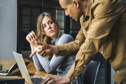 Interacciones personales en trabajo, de Pixabay