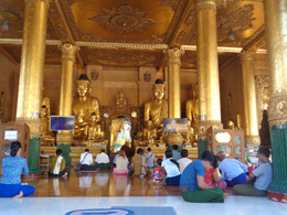 Fieles birmanos a Buda, de Open