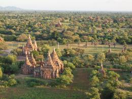Pagodas en Bagan, de Open