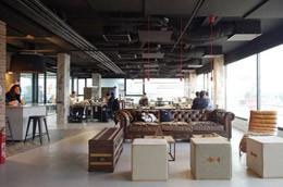Diseño oficina coworking, de Hermarta Arquitectura