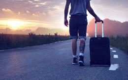 Viajero andando, de Pixabay