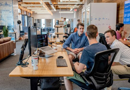 Compañeros de oficina, de Unsplash