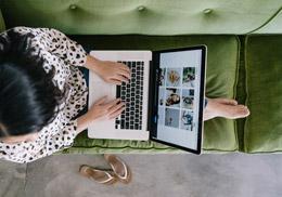 Consumidor online millennial, de Unsplash