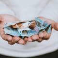 Pago de salario, de Unsplash