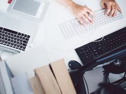 Tecnología en espacio de trabajo,de Pixabay