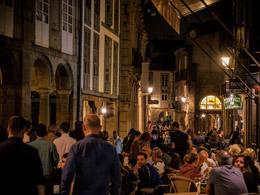 Ambiente nocturno en Santiago, de Turismo de Santiago