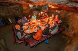 Dormir en una cueva, de Turismo de Suiza